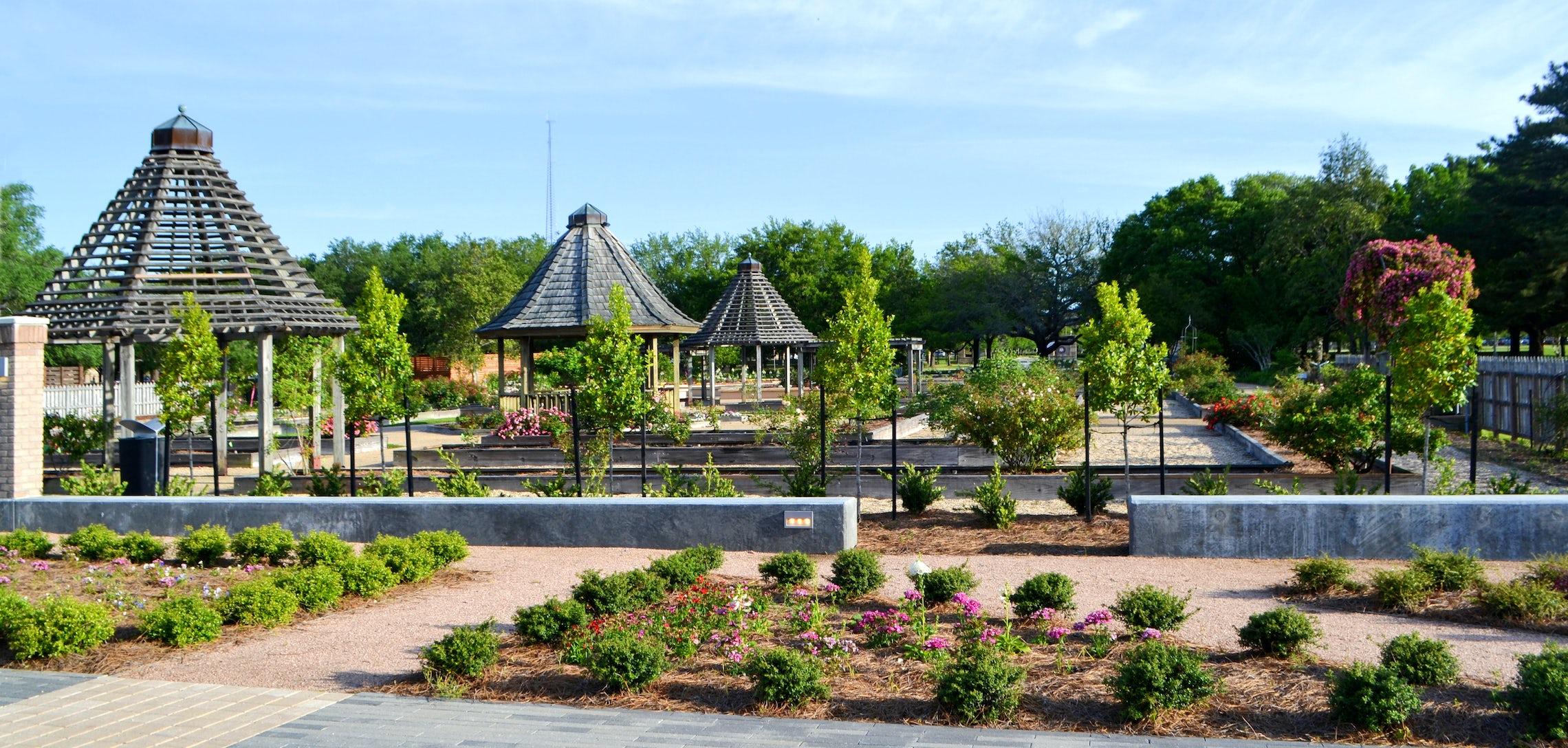 Gardens parterre to rose garden e1525376748146 - Baton Rouge Garden Center At Independence Botanical Gardens