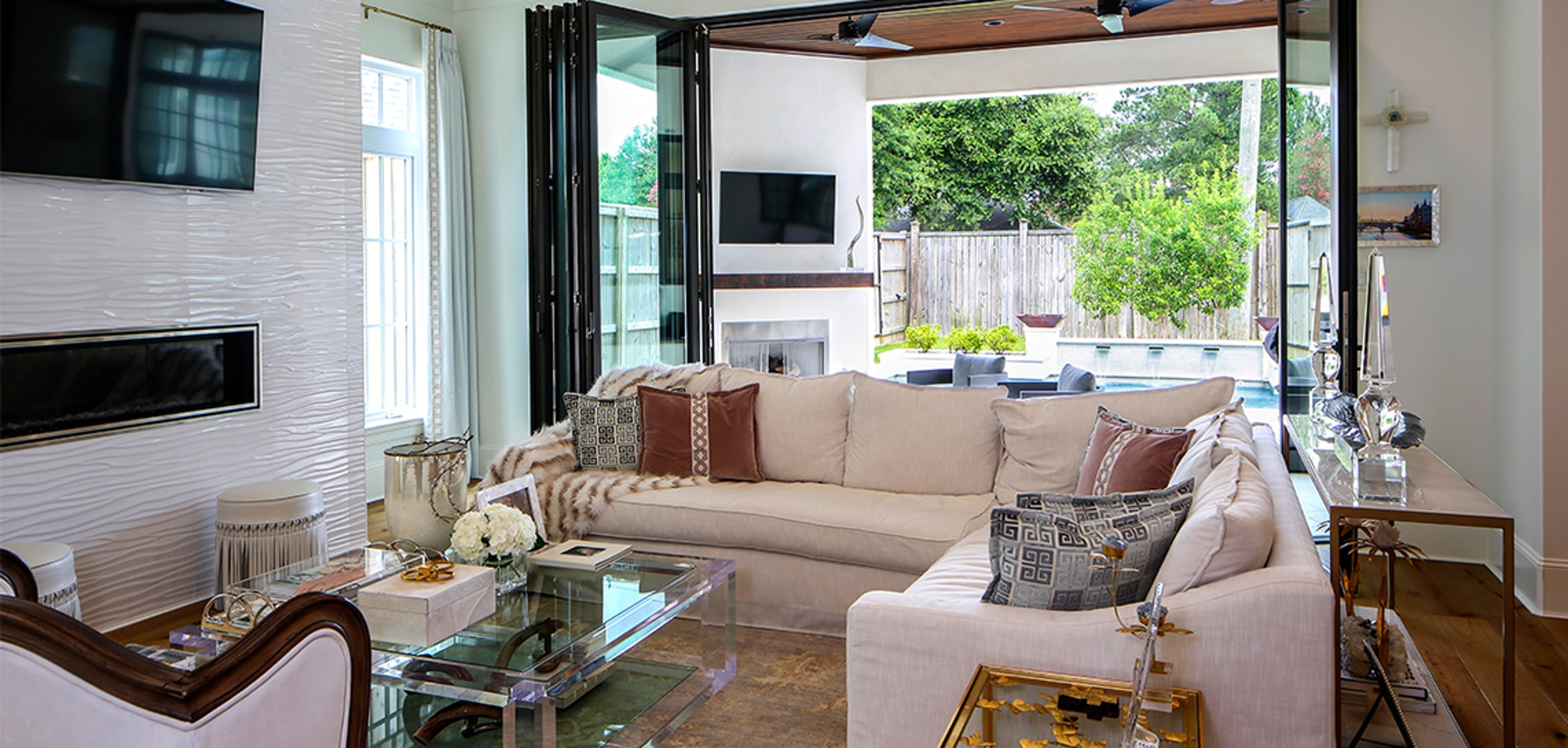 Inside out: A home embraces the sights of summer - inRegister